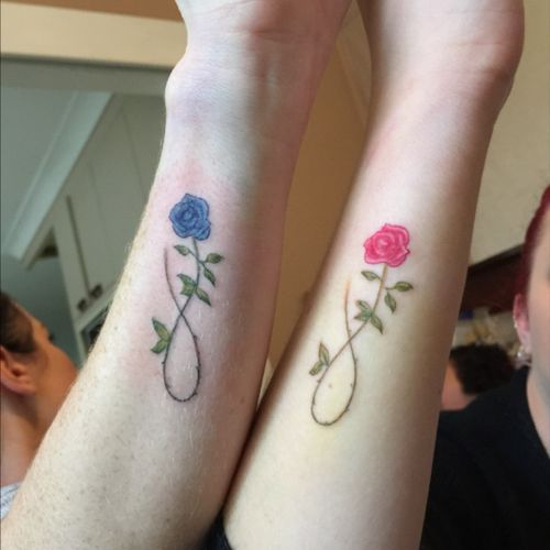Another sister tattoo ☺️ #tattoo #ink #sistertattoo #dainty #daintyflower #infinity #sister #bestfriend #redrose #bluerose