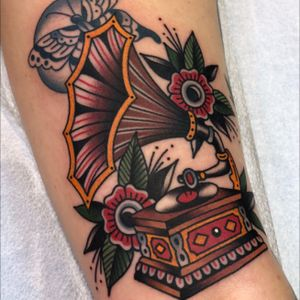 Traditional gramophone done today at #torchtattoo by #MattCannon on the back of my right thigh. #traditionaltattoo
