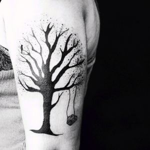 Luiza.blackbird #luiza #delicate #simplistic #tree #bird #swing