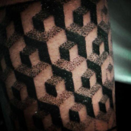 💀🕸.  #patterntattoo #padrao #pattern #tattooedgirl #tattoo #blackwork #blackworkers #cubo #dotwork #pontilhismo #inked #ink #tat2me #Tattoodo
