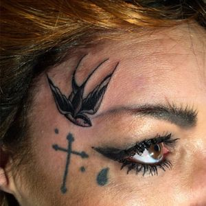 Mini english swallow for Kristel. Done at the #londontattooconvention2016. For appointments 📧 Beau@capturedtattoo.com. #capturedtattoo