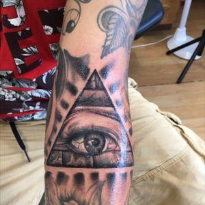 All seeing eye illuminati