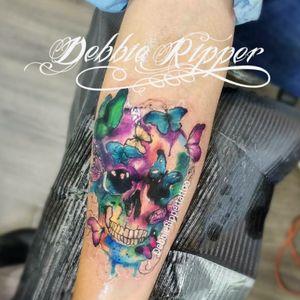 Debbie Ripper Tatuadora Mexicana  By Debbie Ripper Tattoo  #skull #skullltattoo #watercolortattoo #watercolortattoos #watercolorskull #tatuaggio #acquarellotatuaggio #tattoo #debbierippertattoos #debbieripper #debbierippertattoo #debbierippertatuadora #debbie #ripper #colorfull #tattoodo #ink #inkday #tattooartist #watercolour #watercolor #eternalink #watercolortattoo #tattoo #colortattoo #tatuadorasmexicanas #fullcolortattoo