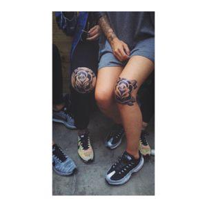 #kneetattoo #roses #blackrose #purplerose #inked #tattooedgirls
