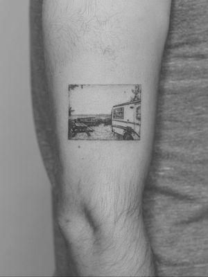 #tattoo #linework #lineworktattoo #minimaltattoo #minimalistic #blackandgrey #blackandgreytattoo #geometry #geometrytattoo #blackwork #abventure