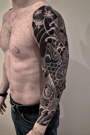 Koi #btattooing #blackboldsociety #blacktoptattooing #BLXCKINK #oldlines #tattoosandflash #darkartists #tattoosandflash #topclasstattooing #darkartists #thebesttattooartist  #japanesetattoos #irezumitattoo #horimono #tatuaggiogiapponese  #orientaltattoos #irezumcolletctive #waterlawtattoobutter #tattoodo #tattoodoambassador