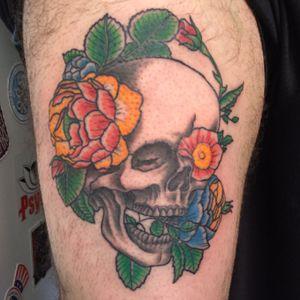 skull and flowers tattoo #tattoo #tattoos #tattooart #skull #skulltattoo #skullandflowers #tattooartist #newschool #newschooltattoo #colorful