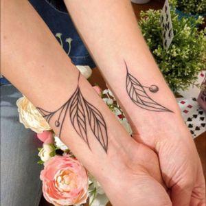 Olive branch tattoo #tattootwig #minitattoo #minimalismtattoo #smalltattoo #smaltattoos #tinytattoo #tinytattoos #minimalism #tattoo #tattoogirls #tattoographic #linework #lineworktattoo #Fineline #finelinetattoo #fineLineTattoos #alisovatattoo #AlisaAlisova