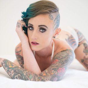 #traditionaltattoos #AmericanTraditional #tattoosleeve #knuckletattoos #headtattoo #girlswithtattoos #inkedgirl #inkedchick