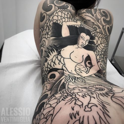 @delight_tattoo_needles @inkedbabes #delightneedles #irezumism #picoftheday #reclaimthedots #irezumistudy #video #videooftheday #japan #japantattoo #dragon #babes #inkedbabes #awesome #best #backpack #backpiece #tamatorihime #tattoo #tattoolife #traditional #irezumism #ink #reclaimthedots #tattoodo #art #wabori #tattoodo #tattoodoapp