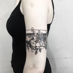#armbandtattoo #flowerstattoos
