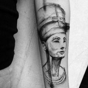 Nefertiti #blackAndWhite#blackworktattoo#sketchtattoo#graphictattoo#richardblackstar#blackandgreyportrait#tattoo#ink#inked#inkedup#inkedgirl#darkartist#toptattooartist#blacktattooing#BLACKTATTOOMAG#
