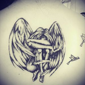Este hermoso tatuaje para una sobreviviente de cancer para la@hermosa pollo #Angel #Alas #Wing #tattoo #BlancoyNegor #Blackandwhite #MordrakeInkTattoo @HugooxMordrakeInkTattoo