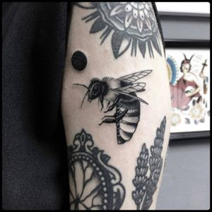 #black #bee #insect #tattoo #blackwork #totemica #ontheroad