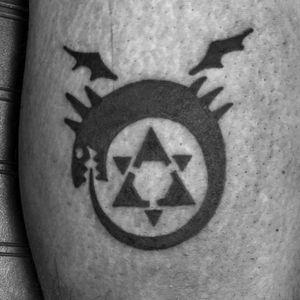 Fullmetal Alchemist ouroboros. Another series I can't believe I hadn't tattooed anything from yet! Thanks John!!! 😄 #tattoo #tattoos #eternalink #neotat #neotatmachines #tattooartist #longislandtattoo #longislandtattooartist #ladytattooers #tattooer #animetattoo #fullmetalalchemist #ouroboros #ouroborostattoo #fma #fmatattoo #fullmetalalchemisttattoo #blacktattoo
