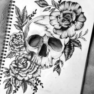 Just sketching #skullsandrose #skull