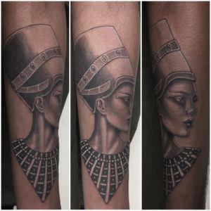 #nefertiti #nefertititattoo #realistictattoo #blackandgrey #blackandwhite #blackandgreytattoo #blackandwhitetattoo #lespetitspointsdefanny #tattoolausanne #tattoooftheday