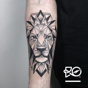 By RO. Robert Pavez • Geometric Lion II • #engraving #dotwork #etching #dot #linework #geometric #ro #blackwork #blackworktattoo #blackandgrey #black #tattoo #lion