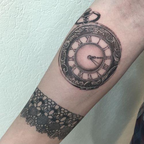 #clock #clocktattoo #lacetattoo #lace #lacewristlet #lespetitspointsdefanny
