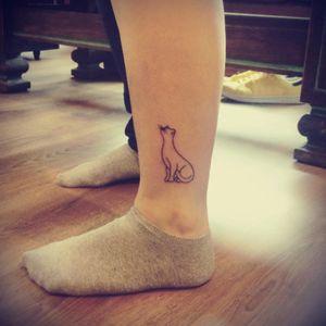 Cat minimalist tattoo #cat #minimalist #line #lines #legtattoo