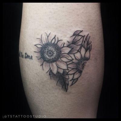 #girassol #heart #coração #sunflower Tattoo by: Sanches Follow: @twistersanches Enquiries: direct or contato@tstattoo.com.br -- fb.com/twistersanchestattoo tstattoo.com.br -- #tstattoo #tstattoostudio #tattoo #tattoodo #tattoodoartist #tatuagem #sptattoo #ink #saopauloink #tattoo2me #t2me #tattoosp #tatuados #tatuadas #electricink #dreamstatto #inspirationtattoo #twistersanches