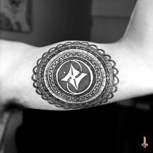 Nº163 Patterns of Life #tattoo #pattern #patterns #circle #circles #lines #details #handmade #handdrawing #bylazlodasilva Center Tattoo by Fery Tattoo (un honor complementar una de tus piezas) ^_^
