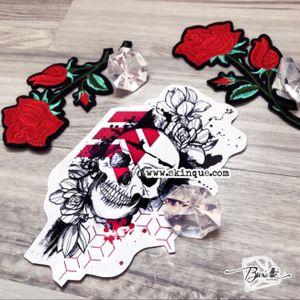 Commissions and more designs www.skinque.com trash polka skull with flowers #roses #skull #skulltattoo #trashpolka #trash #trashpolkatattoo #trashstyle #rose #abstract #abstracttattoo #AbstractTattoos #tattooart #tattoodesign
