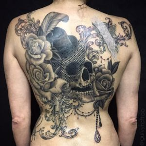 Healing in progress Guivy Hellcat - GENEVA 🇨🇭#backtattoo #backpiece #lace #roses #blackandgrey #lacetattoo #jeweltattoo #girlytattoo #ornamental #burlesque #artforsinners #guivy# #geneva #switzerland #backpiece #skull #skulltattoo #dentelle #rose #roses #tatouage #ornament #girly #geneve #swissmade #switzerland #backpiece #detail