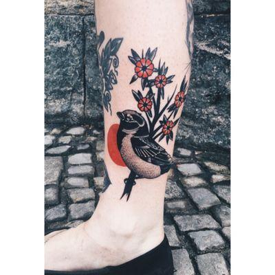 #sparrowtattoo#sparrow#flowers#inked#girlswithtattoos#legtattoo#tattoedlegs#dotwork