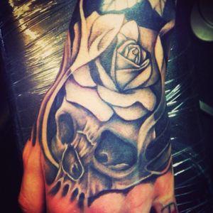 #handtattoos #skulls #roses