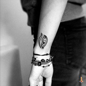 Nº214 Eye of the Buddha #tattoo #ink #littletattoo #buddha #eye #lightofasia #symbol #peace #harmony #wisdom #conscience #enlightenment #awakening #knowledge #buddhism #bylazlodasilva Uno más para mi bella @mazeberod 💕💖💕