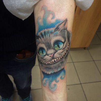 #tattoo #cheshirecat #cheshirecattattoo #inkmachines #worldfamousink #eternalink #intenzetattooink #stingrayx2 #alisainwonderland