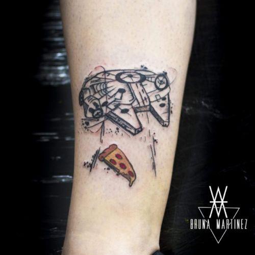 The pizza stay with you.  #tattoo #starwars #milleniumfalcon #sketch #blackwork #tattoo2me #tattoobrasil #hellviewtattoo