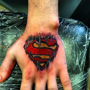 Superman #superman #supertattoo #skinrip #MarvelTattoo #hand