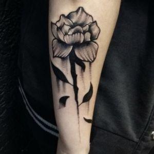 Por @caveravolf 🌺😍😍 • • #blackwork #blackworktattoo #whitedetail #flower #flowertattoo #inkedgirl #tattoobabe #tattoobrasil #tattoobr #tatuadoresbrasileiros