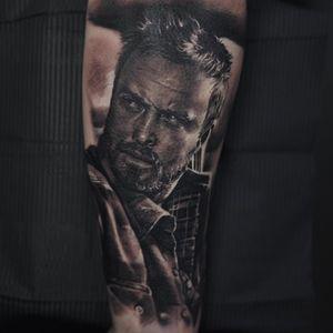 Jesse Pinkman from Breaking Bad :-) @radiantcolorsink  #cheyennetattooequipment #inkeeze #tattoos #tattoo #inked #ink_ig #supportgoodtattooers #blackandgreytattoo #tatted #bnginksociety @oldlondonroadtattoos #tattoorevuemag #myworldofink #tattooistartmagazine #realistictattoo #inkedmag #uktattoo #tattooedbodyart #tattoolifemagazine #toptattoo #ink #inkedmag #toptattooartist #art #artwork #breakingbad #jessepinkman #yobitch
