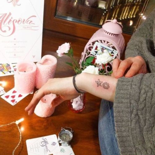 Starfish tattoo  #minitattoo #minimalismtattoo #smalltattoo #smaltattoos #tinytattoo #tinytattoos #minimalism #tattoo #tattoogirls #tattoographic #linework #lineworktattoo #Fineline #finelinetattoo #fineLineTattoos #AlisaAlisova