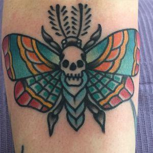 #deathsheadmoth #moth #traditionaltattoo #traditional #tattoosbyrodrigocanteras #lovehatenewyork