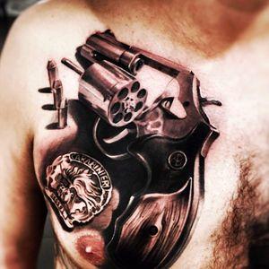 Artist #ivononatale#gun #bullet #realistic #hyperrealism