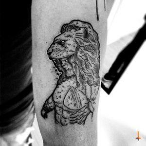 Nº345 #tattoo #ink #inked #hercules #divine #hero #greek #mythology #myth #lion #lionhead #king #warrior #blackwork #blacktattoo #sketchy #sketchytattoo #eternalink #cheyennetattoo #cheyennetattooequipment #stencilstuff #bylazlodasilva Based on another artist design