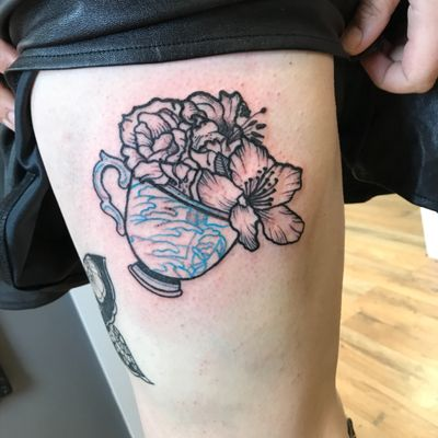 Tattoo i sid #flowers #teacup #fingerwaves #linework #