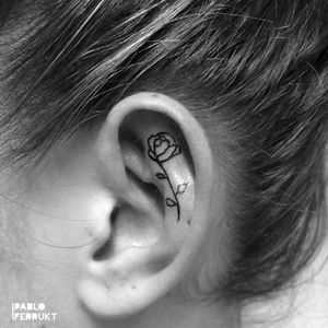 Small rose on ear for @alenarosa.kle ! Thanks so much! ⠀ Appointments at email@pabloferrukt.com⠀ #finelinetattoo .⠀ ⠀ .⠀ .⠀ #tattoo #tattoos #tat #ink #inked #tattooed #tattoist #art #design #instaart #geometrictattoos #flowertattoo #tatted #instatattoo #bodyart #tatts #tats #amazingink #tattedup #inkedup⠀ #berlin #berlintattoo #rosetattoo #eartattoo #berlintattoos #fineline #dotwork #tattooberlin #flowers⠀