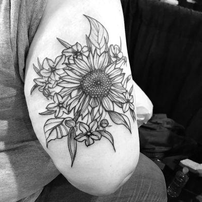 #blackwork #linework #tatttoo #sunflower #flower #floral