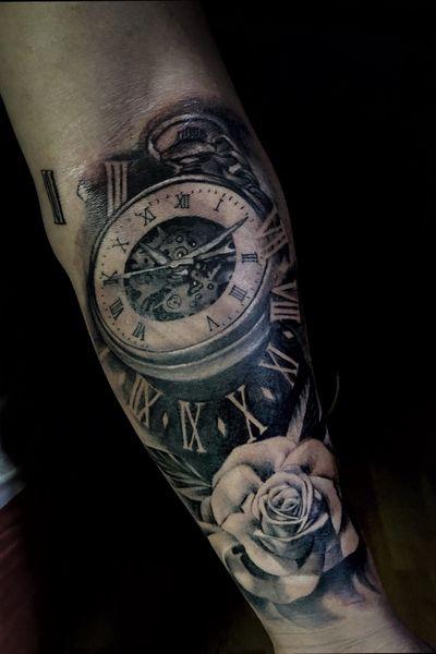 #relogio #clock #blackandgreytattoo #pretoecinza #tattooartist #rosas #flores #flower #flowers