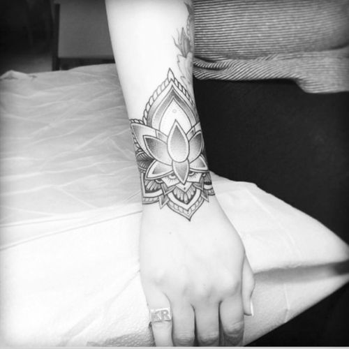 Artist #Flonuttall#mandala #wristtattoo