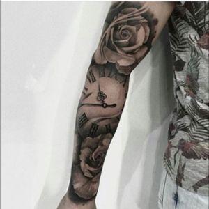 #roses #clock #tattoodo