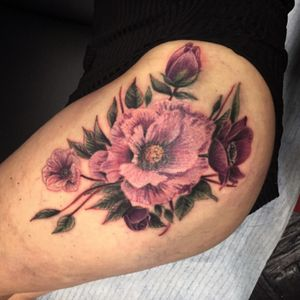 ⚡️Les anémones de la belle et pétillante Nathalie 🌼⚡️ - et toi, #tuveuxdutattoo ?- #tattoo #tattoos #tatouage #tatouages #ink #inked #art #lunderskin #lamaisonclosetatouage #paris #16eme #flower #flowers #flowertattoo #anemones #vintagetattoo #vintageflowers #sexytattoos #pink #ditesleavecdesfleurs #vintage #oldschool