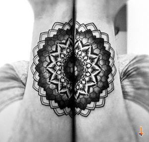 Nº583 #tattoo #tattooed #ink #inked #boyswithtattoos #matching #matchingtattoo #mandala #mandalatattoo #geometric #geometry #sacredgeometry #geometrictattoo #symmetry #symmetrictattoo #halfandhalf #hexagon #dotwork #stencilstuff #cheyennetattoo #cheyennetattooequipment #soulflowercartridges #dynamicink #dynamiccolor #twoarms #bylazlodasilva