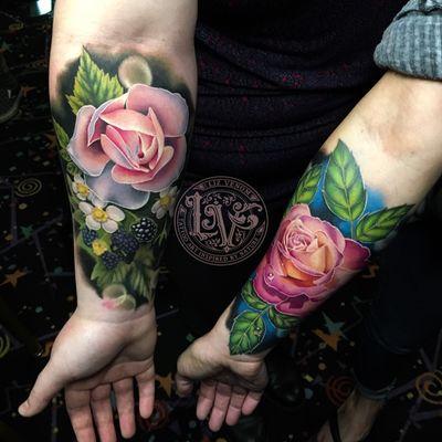 A pair of #floral pieces I did at the Inked hearts convention in northern California. #tattoo #tattoos #ink #inked #tattooidea #tattooideas #amazingtattoos #realismtattoo #femininetattoos #tattoodesign #besttattoos #amazingtattoo #superbtattoos #fusionink #tattoodo #tattoodooapp #lizvenom #floraltattoo #rosetattoo #tattoorose #edmontontattoo #edmontonink #skinartmag #berries #berrytattoo #roses #tattooroses #girlswithtattoos