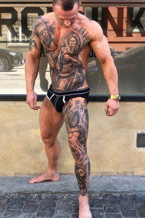 Can wait to start the arm 🙏🏻🙏🏻🙏🏻🐌 Studio ✔️ Studio ✔️ @ironinktattoo  —————-Made with———————— ⚡️ @eliteneedle ⚡️ @fusion_ink  ⚡️ @inkjecta      ⚡️ @sorrymomtattoo #blackink #blackandgreytattoo #greekmythology #gladiatortattoo